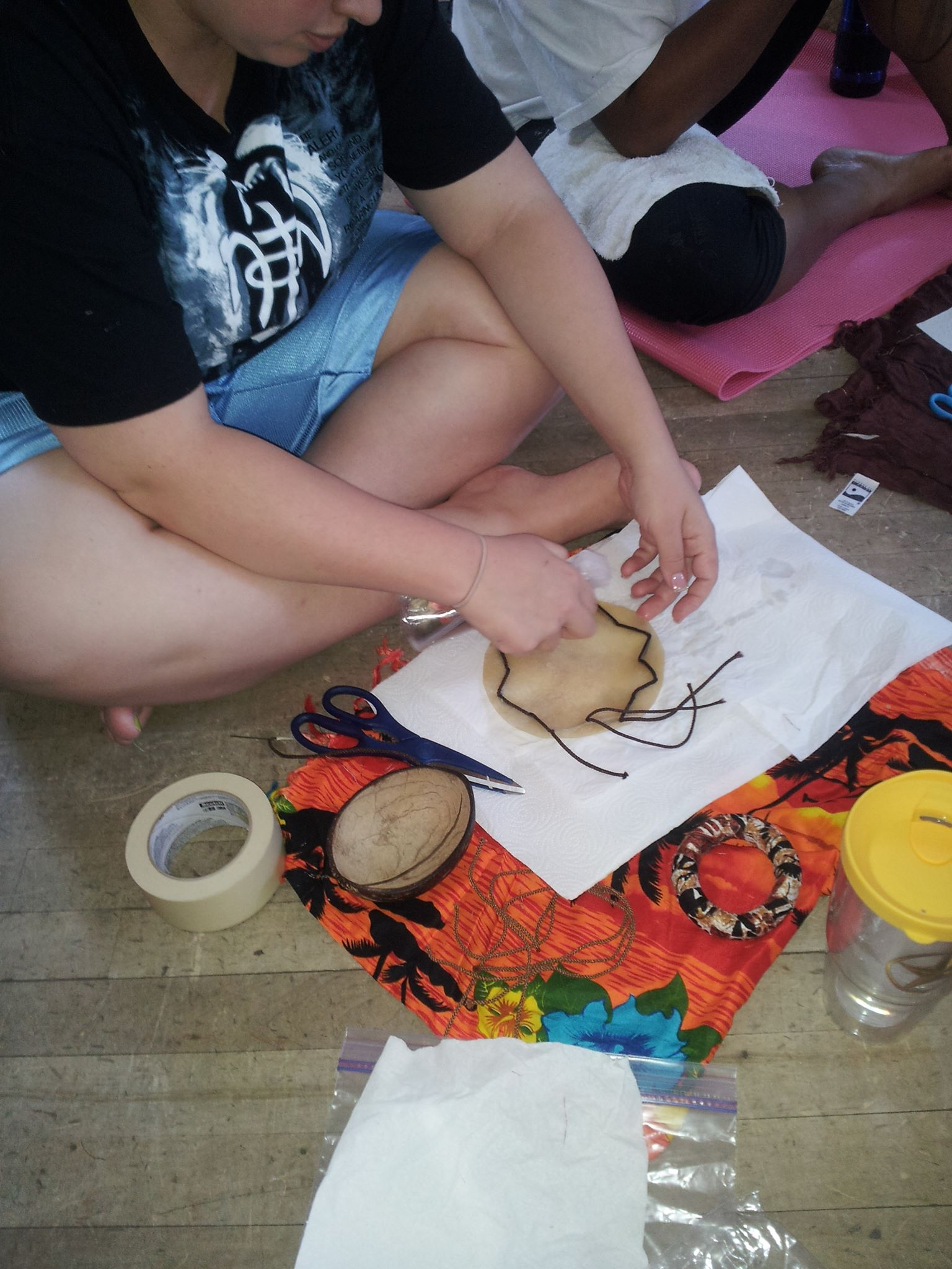 Making pūniu (knee drum)